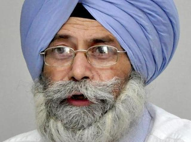 Senior AAP leader HS Phoolka's absence during the farmers' manifesto release function at Baghapurana near Moga on Sunday has raised many eyebrows.