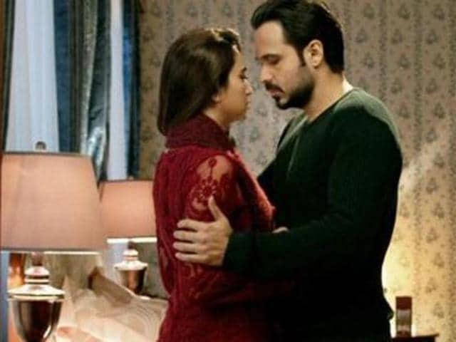 Emraan Hashmi, Kirti in a still from Raaz Reboot.