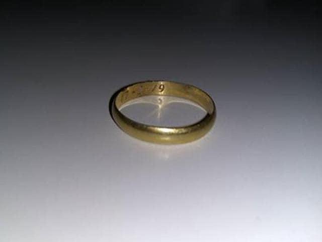 Wedding ring in deep sea,Wedding ring found,Wedding ring