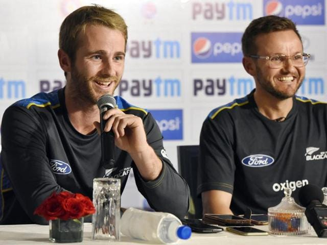 New Zealand cricket team Captain Kane Williamson ( L) and Coach: Mike Hesson ( R).