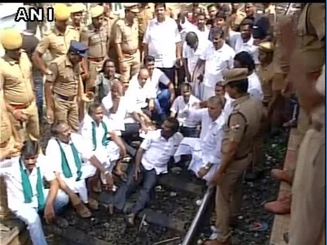TN farmers' association stage 'Rail Roko' protest at Saidapet railway station over Cauvery water dispute with Karnataka