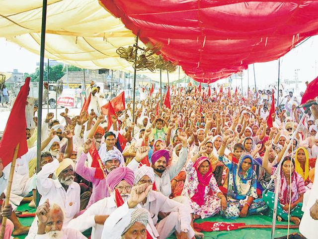 Members of the Punjab Khet Mazdoor Union holding a protest at Lambi in Muktsar on Thursday.