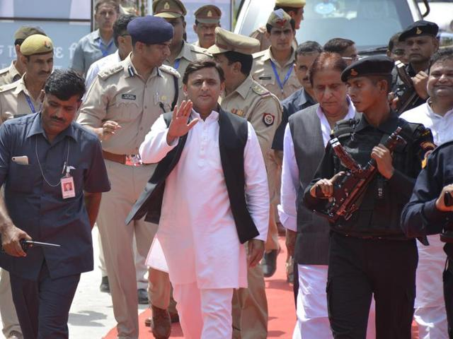 Samajwadi Party chief Mulayam Singh Yadav and Uttar Pradesh chief minister Akhilesh Yadav at the launch of the Mulayam Sandesh Yatra at the SP office in Lucknow,  on Saturday, September 10, 2016.