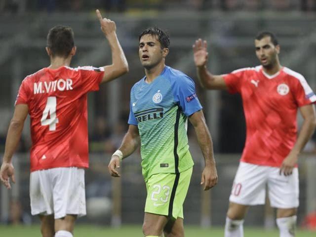 Hapoel Beer Sheva's forward Lucio Maranhao (R) vies for the ball with Inter Milan's Andrea Ranocchia.