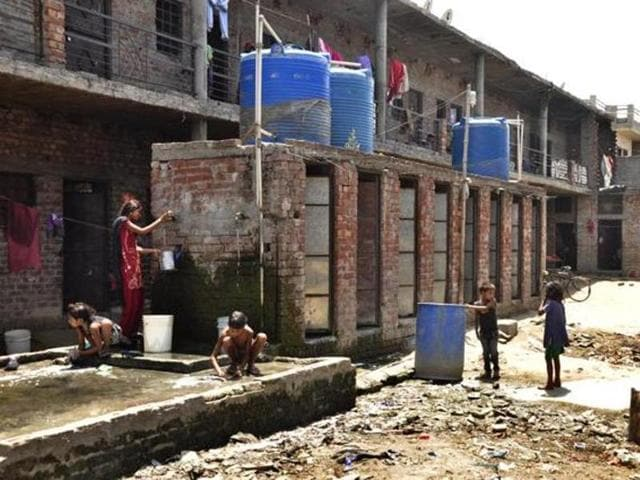 A 'vehra' -- Punjabi for courtyard; but here a name for places where migrant labourers live in clusters -- that has only eight toilets for 370 dwellers, in Ludhiana in May 2016.(HT File Photo)