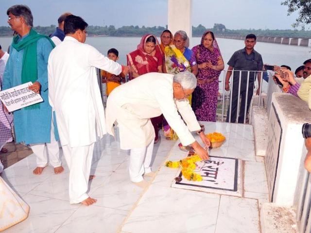 Bihar chief minister Nitish Kumar with Medha Patkar arrives to pay floral tributes at Gandhi Samadhi in Barwani on Friday.