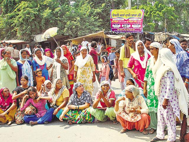 Family members and well-wishers of Balwant Singh, who died in police custody, laying siege to a road outside Hakima Gate police station in Amritsar on Friday.
