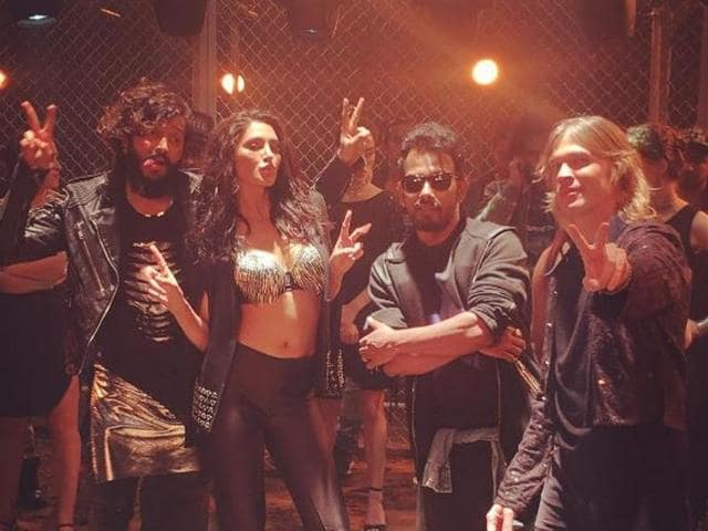 With a complete party backdrop, Nargis was seen flaunting her sexy avatar, donning a bikini-top with black skinny pants and jacket.