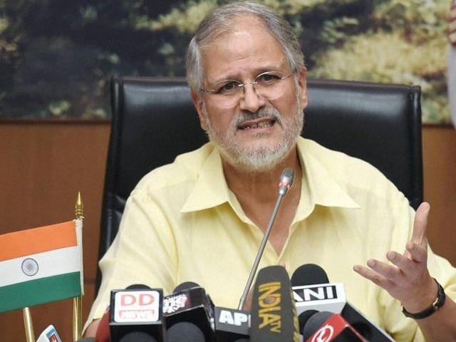 Lieutenant Governor of Delhi Najeeb Jung has ordered Delhi deputy CM Manish Sisodia to cut short his Finland visit and return in light of the recent dengue and chikungunya outbreak in the national capital.