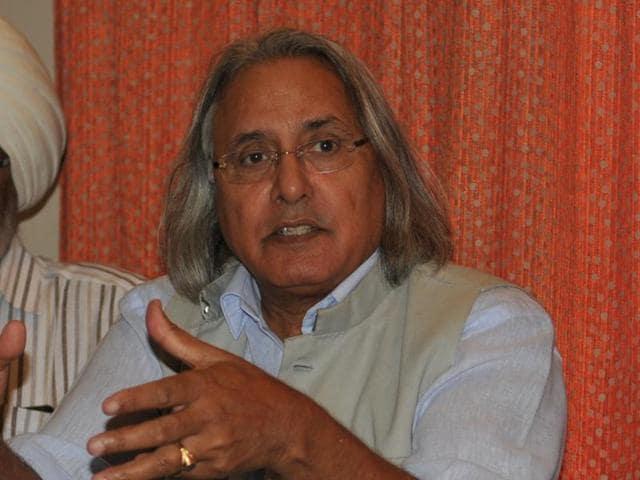 Former premier of British Columbia Ujjal Dosanjh addressing the media in Jalandhar on Sunday.