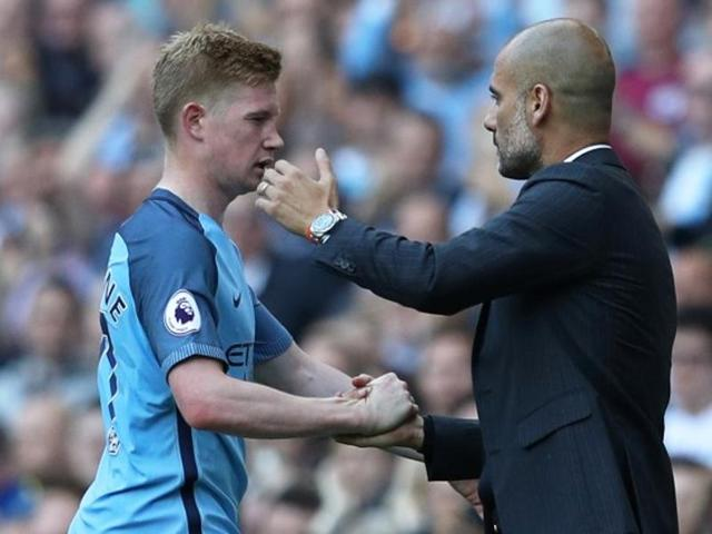Manchester City's Kevin De Bruyne is congratulated by manager Pep Guardiola.