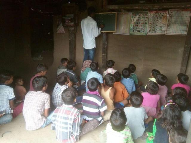 Barwani,rivulet cuts off road to school in MP,Matiyamel village