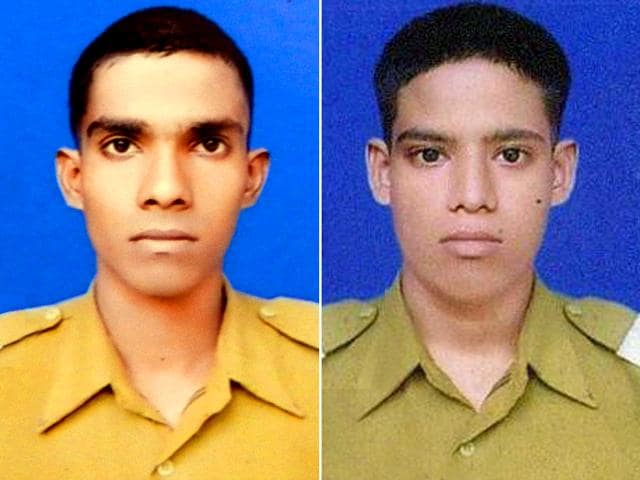 Biswajit Ghorai (Left) and Gangadhar Dolui were two jawans from West Bengal who were killed in the Uri terror attack on Sunday morning.