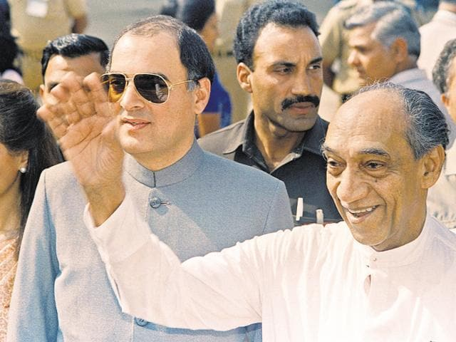 Then Sri Lankan president JR Jayewardene (right) arrives in New Delhi in November 1987 to hold talks with then Indian prime minister Rajiv Gandhi to revive faltering relations between the two nations.