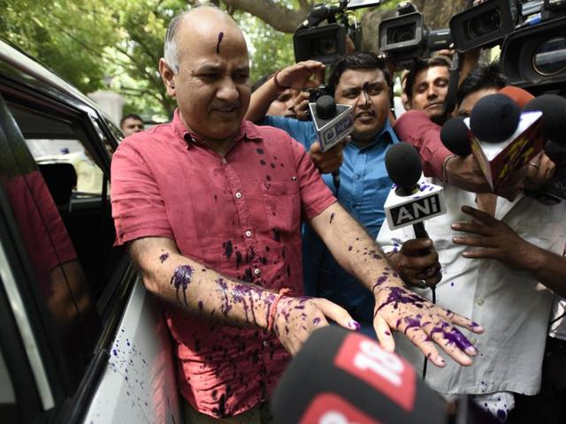 Brijesh Pathak threw ink on Delhi's deputy chief minister Manish Sisodia outside the lieutenant governor's house on Monday on Monday amid widespread discontent over public health crisis in Delhi.