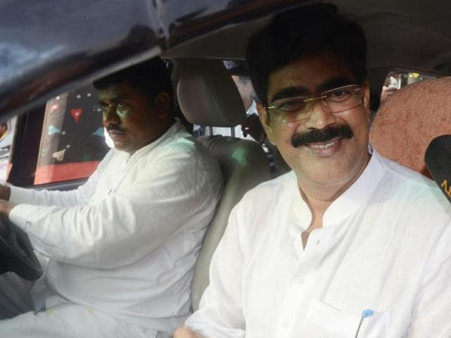 Former MP Shahabuddin greets his supporters outside Bhagalpur jail.