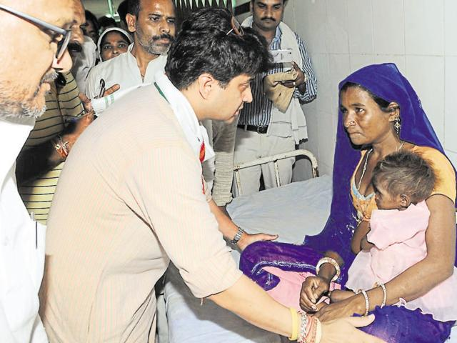 Congress leader Jyotiraditya Scindia visits Sheopur's Civil Hospital where several malnourished kids are receiving treatment.