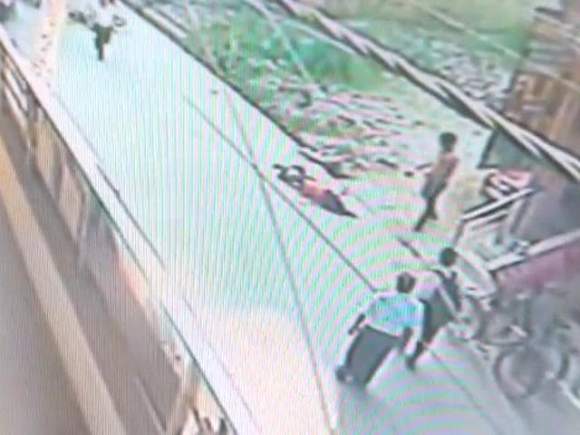 A 22-year-old schoolteacher was stabbed more than 20 times on busy road in north Delhi's Burari area on Tuesday morning.(CCTV Screengrab)