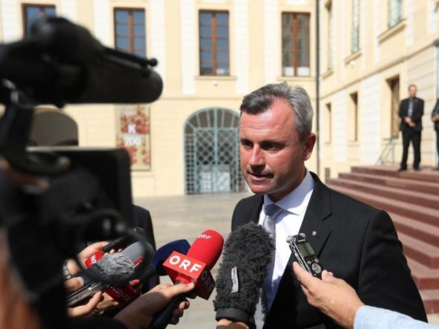 Austrian presidential candidate Norbert Hofer of the right-wing Freedom Party leaves the Prague Castle after visiting Prague, Czech Republic on Sept 12, 2016.)