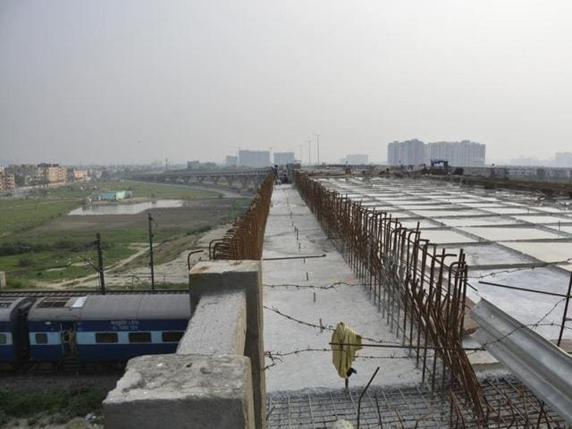 The six-lane Link Road will provide direct connectivity to commuters moving towards NH-24, Noida and Delhi. The project is estimated at Rs138 crore.