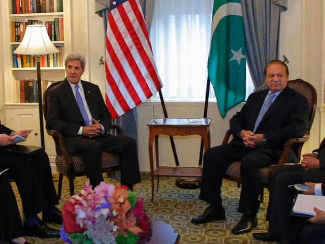 US Secretary of State John Kerry (L) sits next to Pakistan Prime Minister Nawaz Sharif (R) in New York on September 19, 2016.