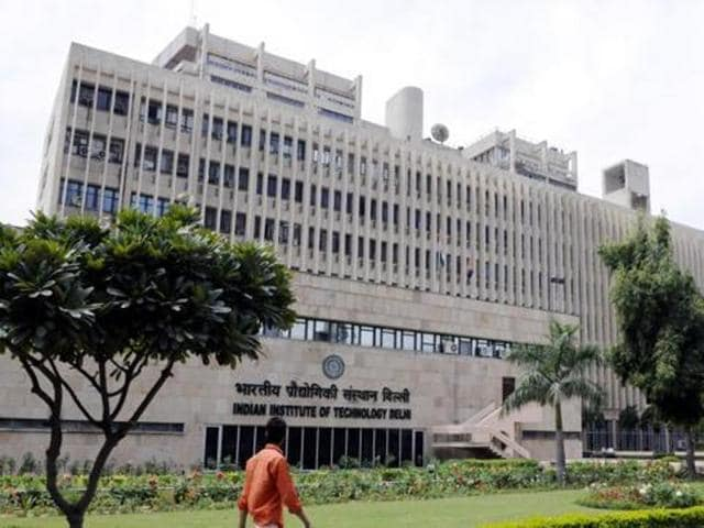 Job prospects for Indian Institutes of Technology (IIT) graduates look better this year with public sector undertaking (PSUs) planning to increase to direct hiring from campuses.(HT Photo)