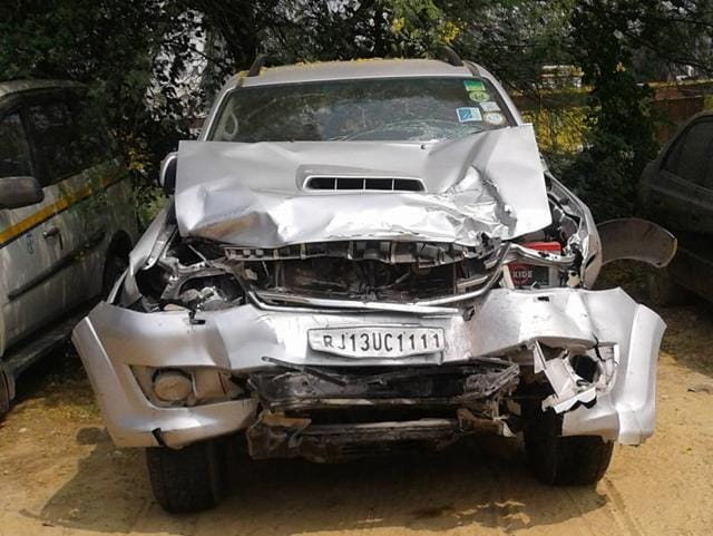 The SUV with a Rajasthan number (RJ 13 UC 1111) rammed the cab, a Maruti Suzuki Wagon R, crushing the passenger to death besides injuring the driver. It hit a divider, injuring a garbage collector.