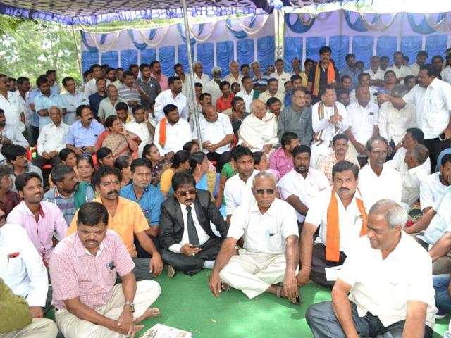 Protests in Mandya, Karnataka, over Cauvery river water issue, on Wednesday, Sep 21. 2016.
