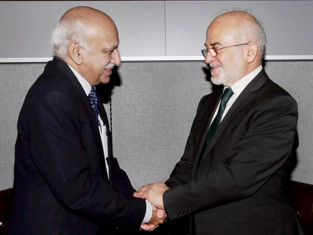 MJ Akbar (left) ), the Union minister of state (MOS) for external affairs, greets Iraqi foreign minister Ibrahim al-Eshaiker al-Jafari before a bilateral meeting on the sidelines of UN Summit on Refugees and Migrants at the United Nations in New York on Monday.(PTI)
