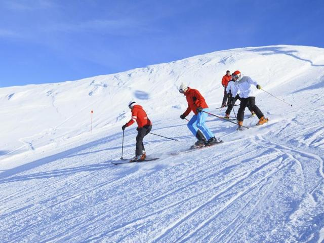 For several years, France and the United States have been vying for the top spot as skiing destination which has been determined by levels of snowfall in the two countries.