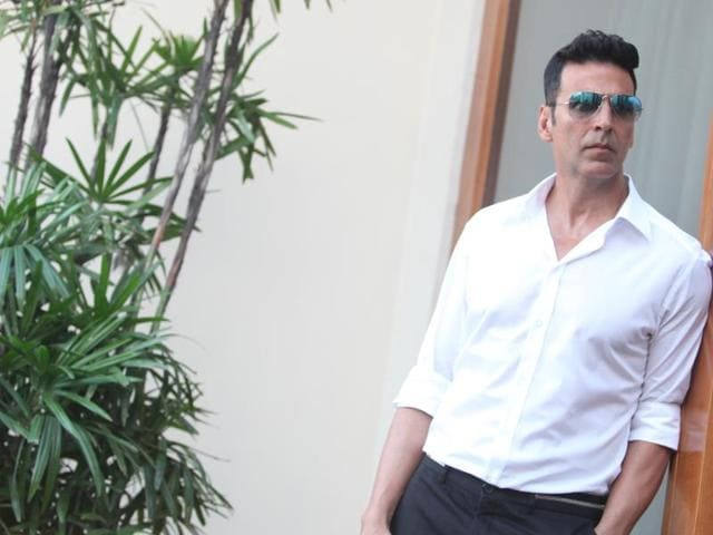 Actor Akshay Kumar presented 10 people of the families of the soldiers who died recently, with Rs 5 lakh.