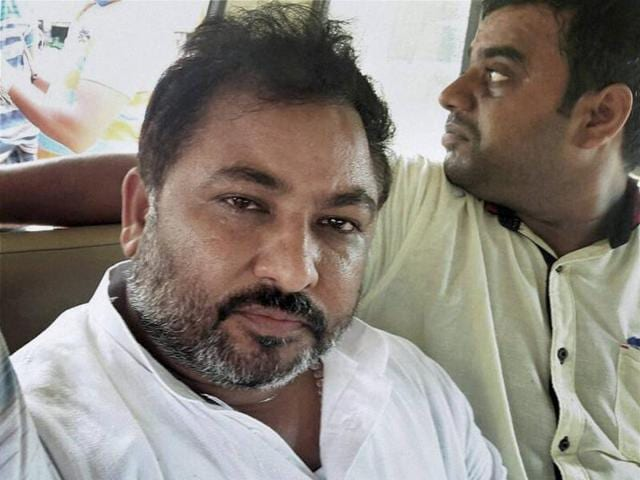 Expelled BJP leader Dayashankar Singh has once again hit at BSP supremo Mayawati, comparing her to a rickshaw puller.