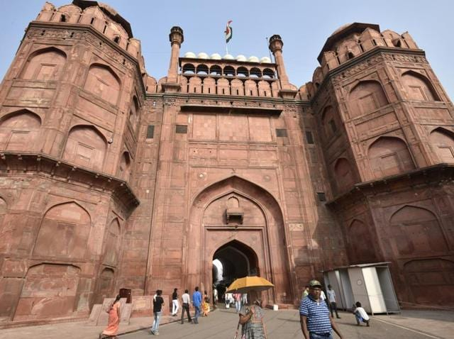 We begin the walk at Lahori Gate, which is the main entrance to Delhi's Red Fort.