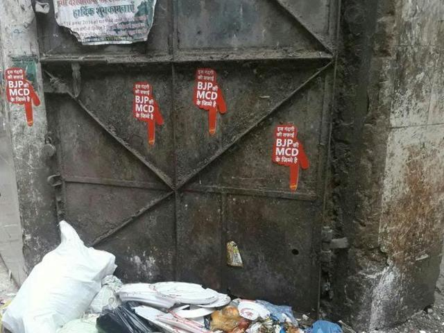 AAP volunteers have started pasting stickers at locations where garbage is strewn. The sticker say---BJP's MCD is responsible for disposing this garbage.