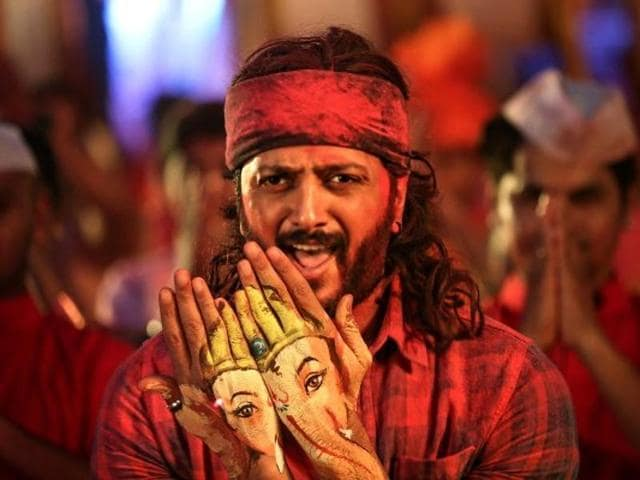 Though Riteish has a suave look, he has tried his best to shed it. He might be playing a typical Bollywood hero, but vulnerability crawls into his actions.