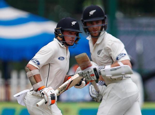 Ravindra Jadeja, left, and Umesh Yadav took India past the 300-run mark.