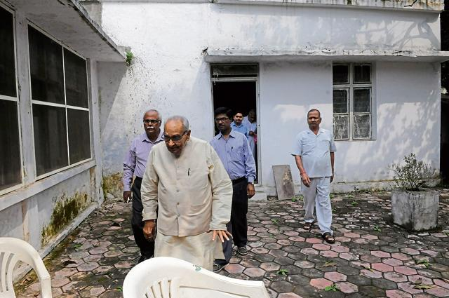 Former chief minister and senior Congress leader Motilal Vora (front) inside his official house in Bhopal on Thursday.