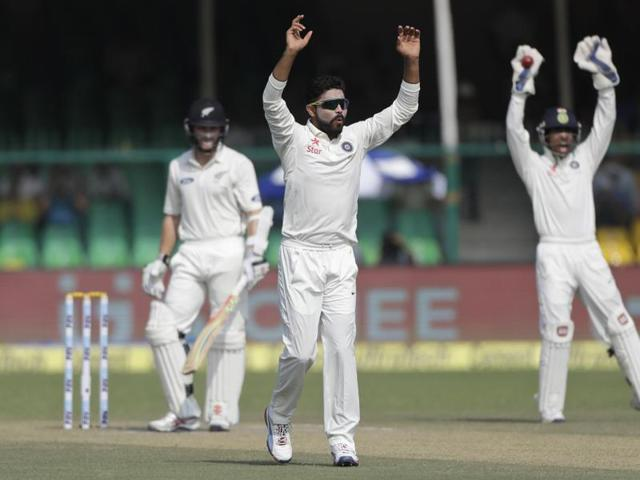India's Ravindra Jadeja (L) celebrates with Virat Kohli after taking the wicket of New Zealand's Luke Ronchi.