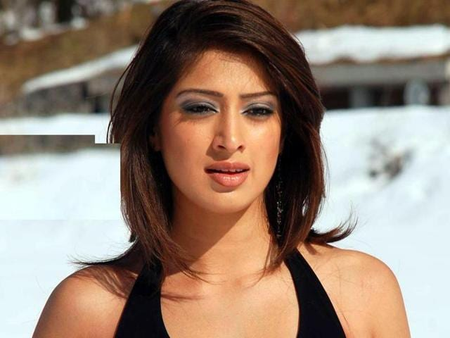 Actor Laxmi Raai was in a relationship with MS Dhoni for a brief period during IPL 2008.