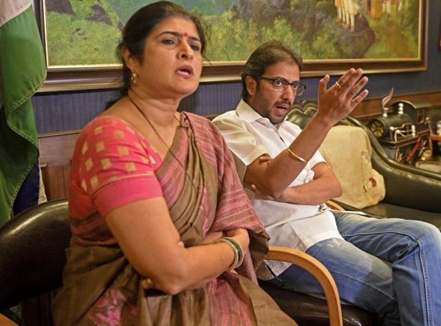 MNS leader Ameya Khopkar (right)with Shalini Thackeray during a press conferance in Dadar, Mumbai on Friday.