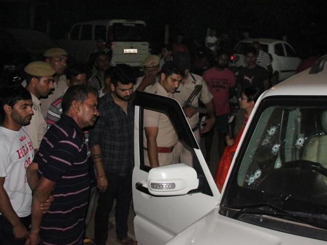 Gurgaon, India- September 22: Unknown persons shot dead gangster Mahesh Kumar alias Attack in Scorpio car near Jharsa chowk on Wednesday late night, in Gurgaon, India, on Thursday, 22 September 2016. (Photo by Parveen Kumar/Hindustan Times)