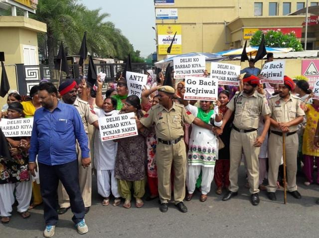 """The Congress women workers, about 50 in number, raised black flags and raised """"Kerjiwal go back"""" slogans outside the Victoria Palace in Jalandhar."""