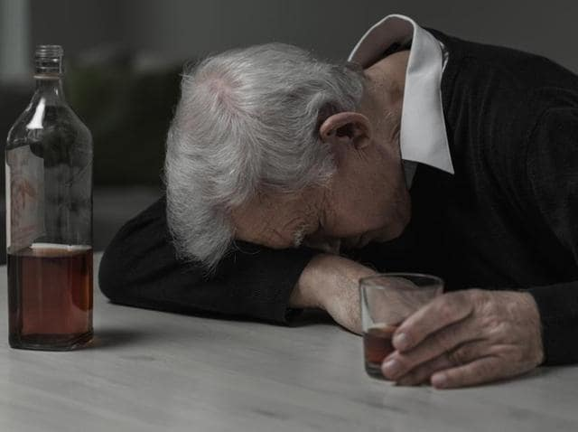 Heavy drinking can lead to neurophysiological and cognitive changes ranging from disrupted sleep to more serious neurotoxic effects.(Shutterstock)