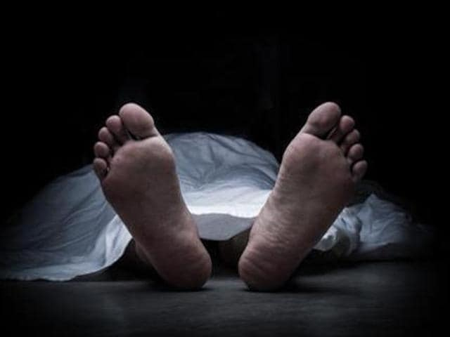 Suspected suicide,Four of family,family found dead