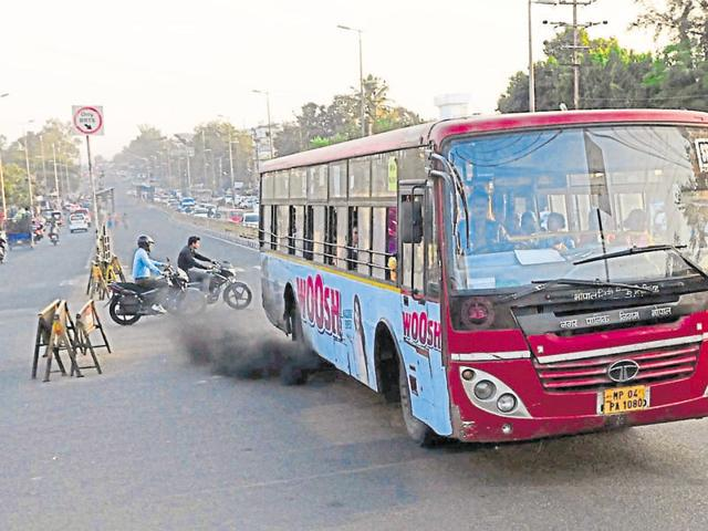 A poorly maintained BCLL bus emitting smoke in BRTS corridor in Bhopal.