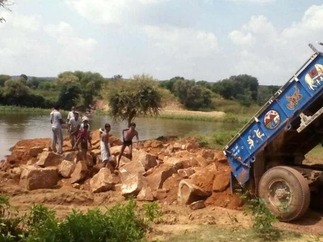 Building material for construction of a bridge on Bhainsavat river in Karauli  was unloaded on the river bank on Saturday.