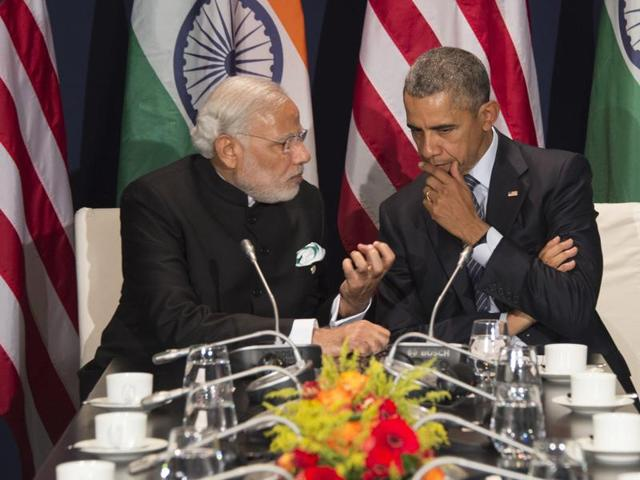 US President Barack Obama (R) talks with Prime Minister Narendra Modi during a meeting at the UN conference on climate change COP21 on November 30,