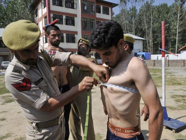 Despite anti-India sentiment, rush for police jobs in Kashmir