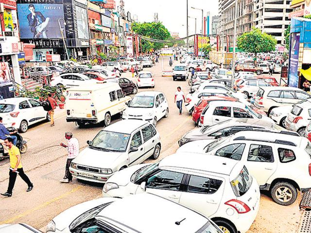 The Noida authority has assured shop owners of Sector 18 market that it will improve civic issues, especially the perennial problem of parking in the market premises, after their recent meeting with the authority's deputy CEO Saumya Srivastava on Saturday.