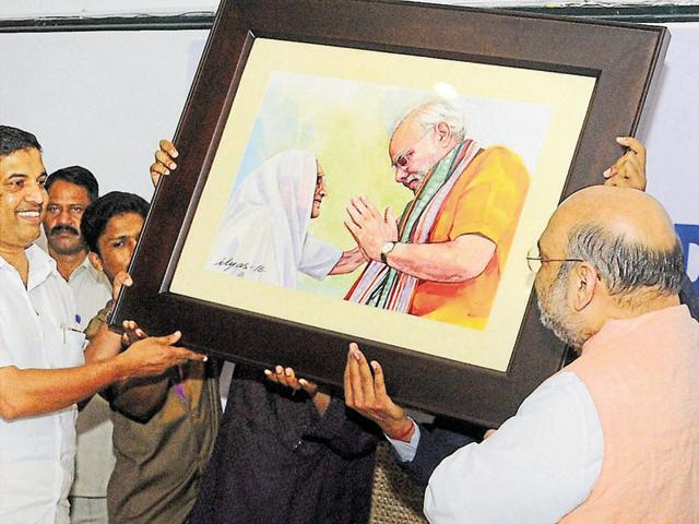 BJP national president Amit Shah receiving a painting at the NDA Kerala unit meeting in Kozhikode on Monday.